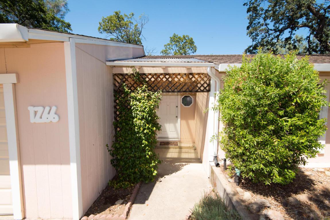 1266 Riviera Dr, Redding, CA 96001