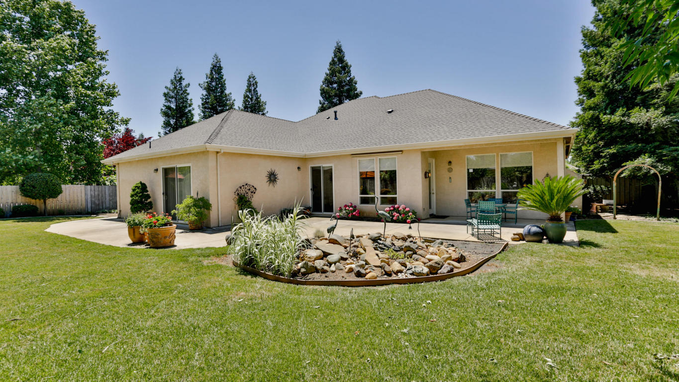 2764 Western Oak Dr, Redding, CA 96002