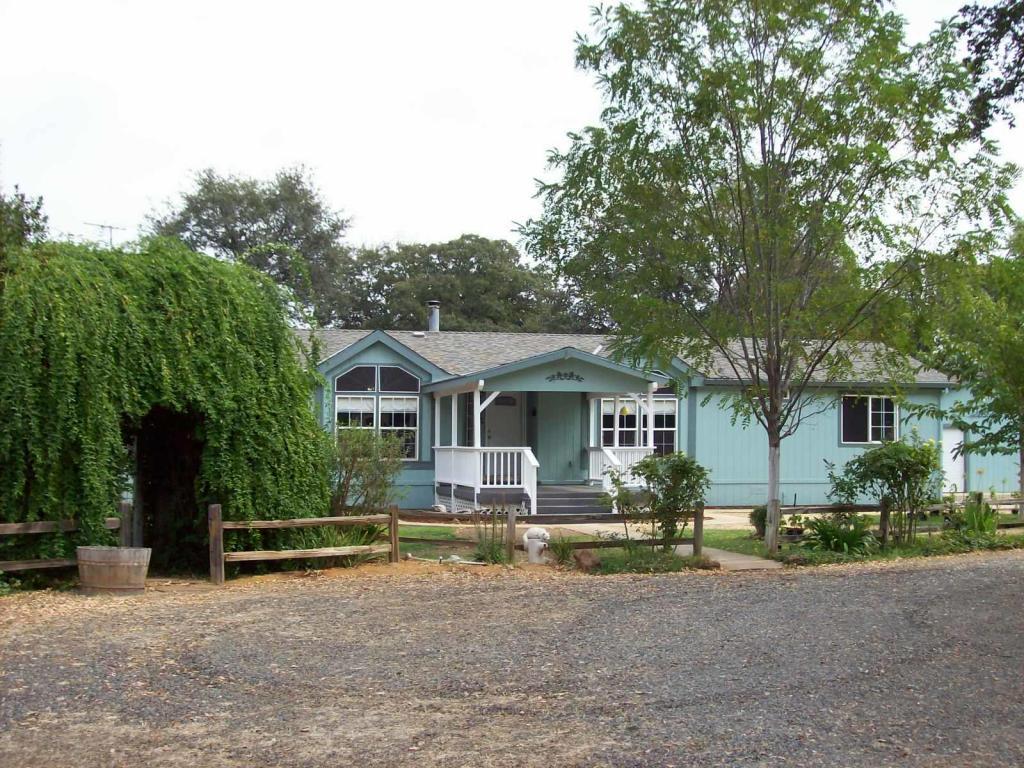 19180 Farquhar Rd, Cottonwood, CA 96022