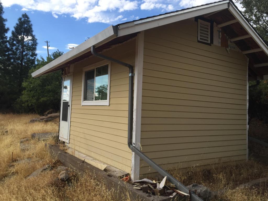 30846 Peterson Hill Ln, Montgomery Creek, CA 96065