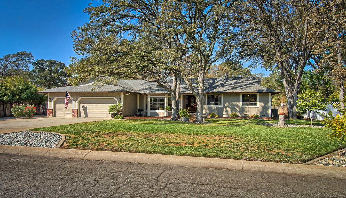3305 Toro Way, Redding, CA 96002