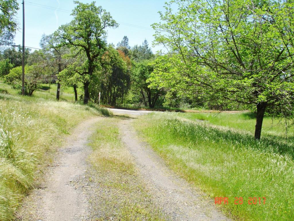 13933 Creek Trl, Redding, CA 96003