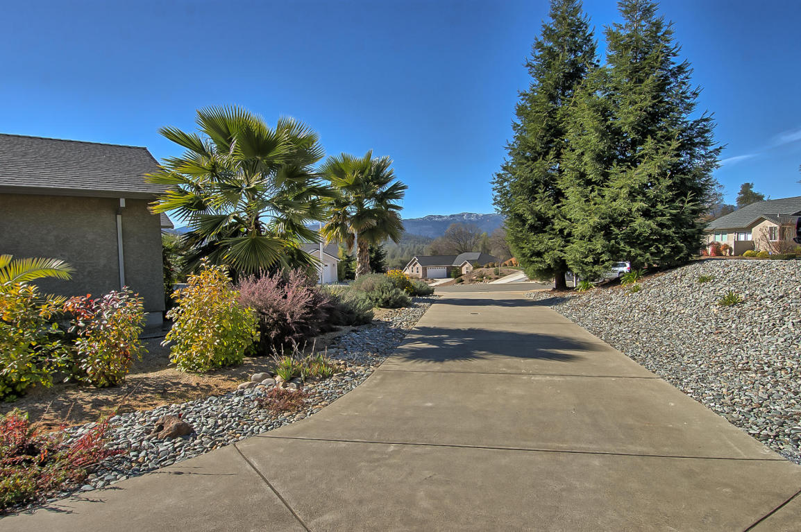 4196 Doyle Ct, Shasta Lake, CA 96019