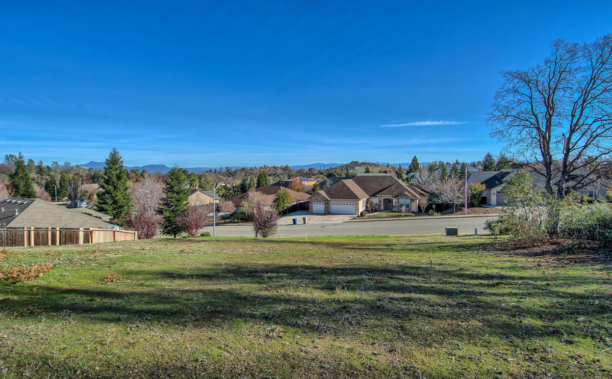 1875 Lakeside Dr, Redding, CA 96001