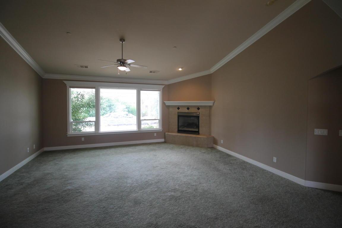 1172 Coggins St, Redding, CA 96003