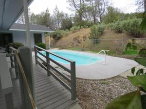 3150 Pinehaven Dr, Redding, CA 96003