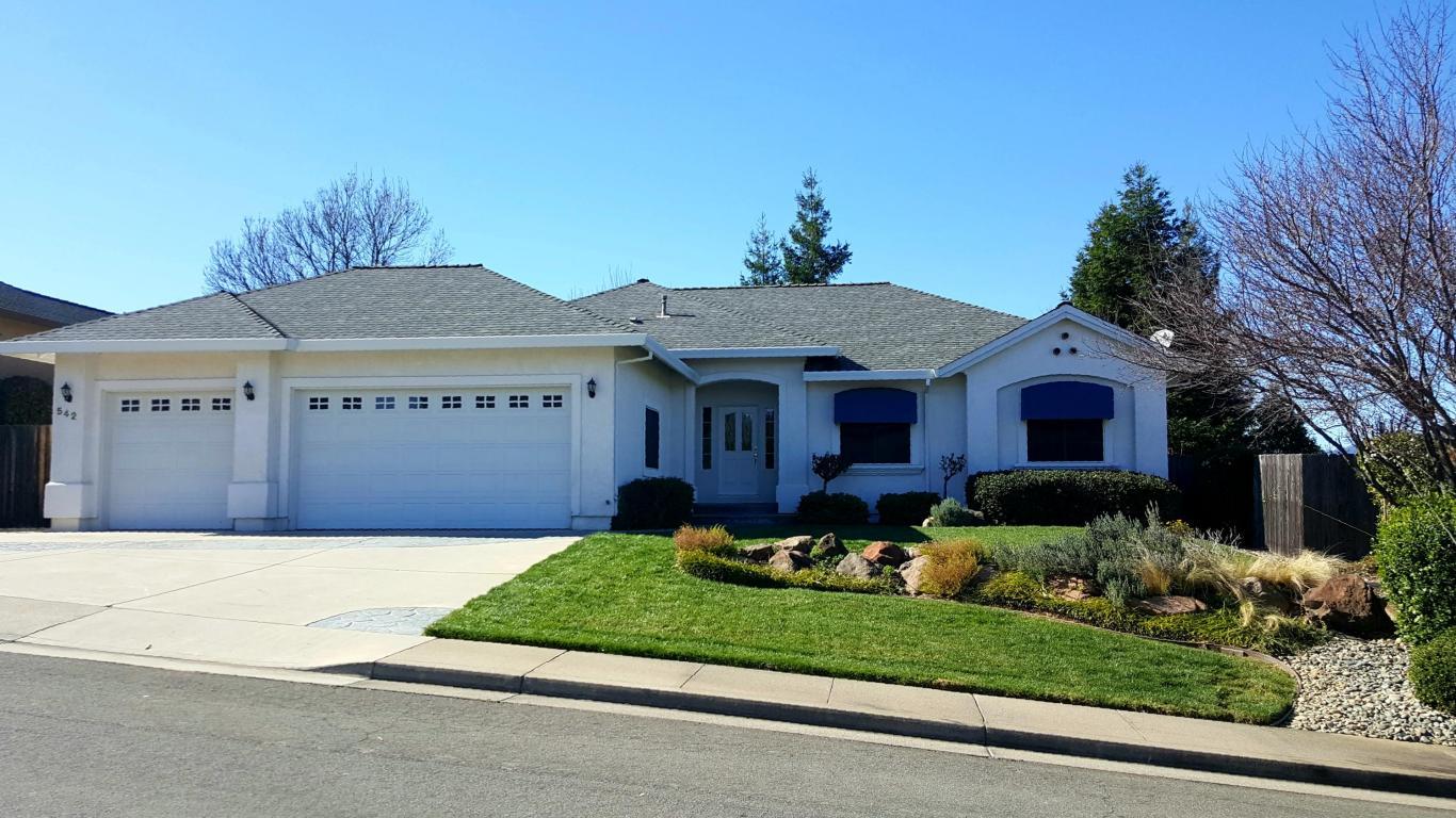 542 Fair Hill Dr, Redding, CA 96003