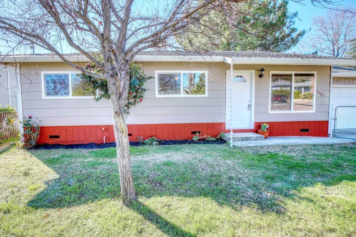 3325 Oakwood Pl, Redding, CA 96001