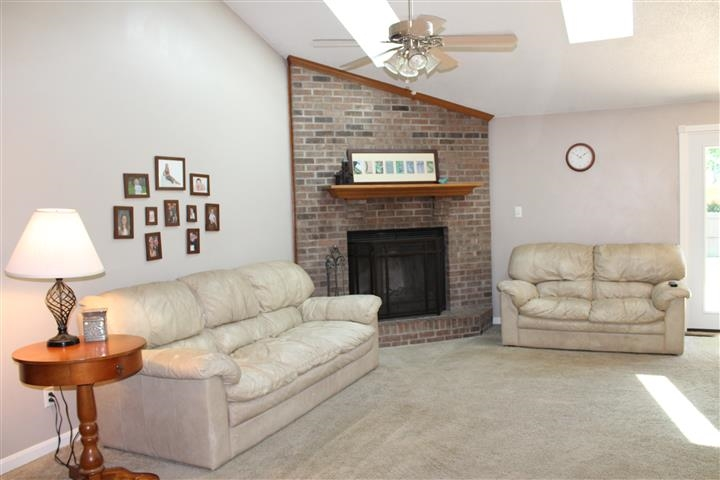 7755 Gourley Place, Newburgh, IN 47630