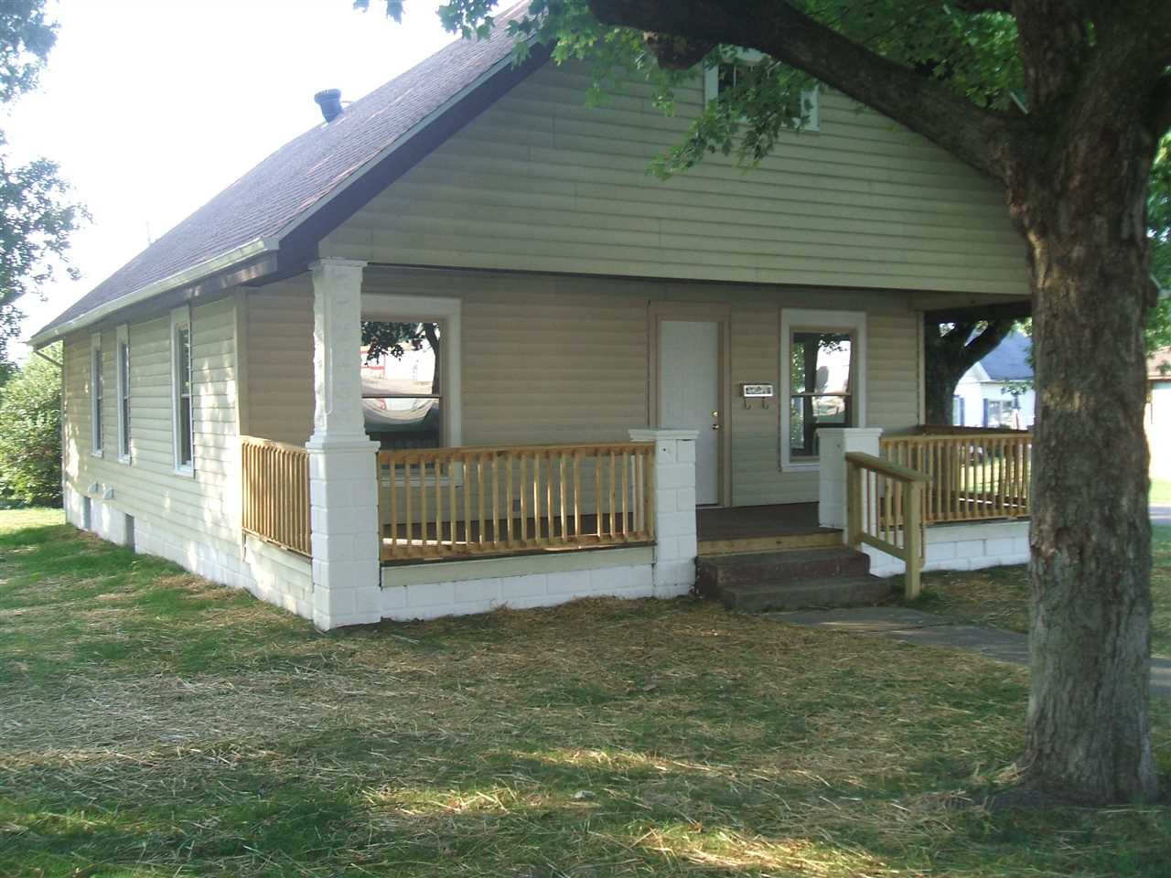 101 E Sycamore Street, Petersburg, IN 47567