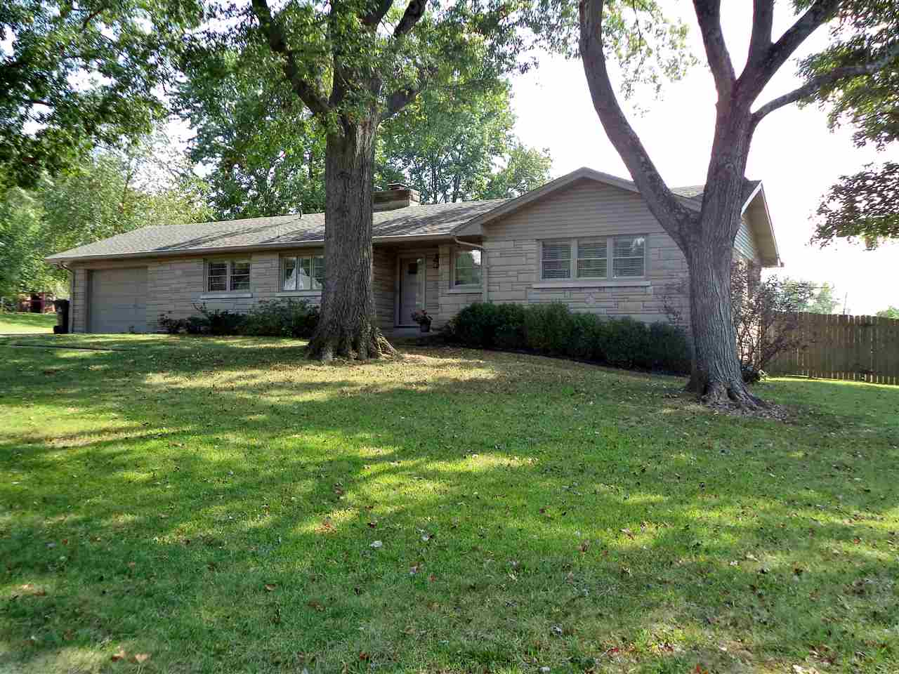 7729 Meadowview Drive, Evansville, IN 47710