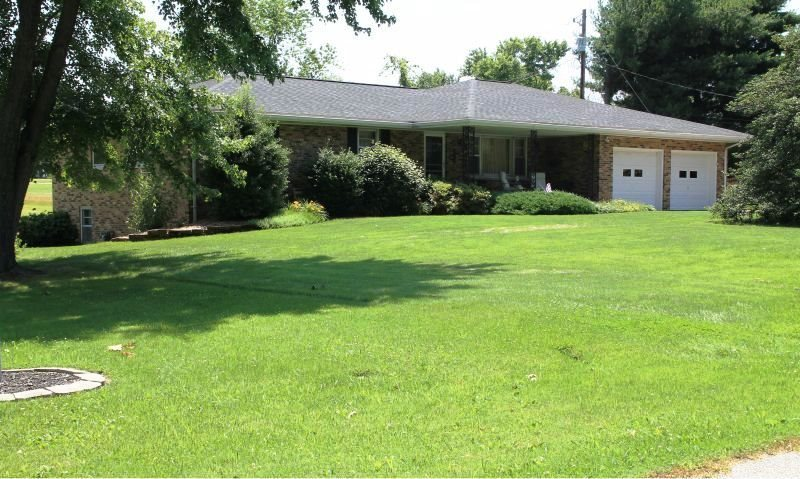 604 Coffeetree Ln., Evansville, IN 47712