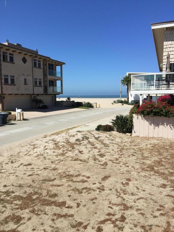 Sealane Way, Oxnard, CA 93035