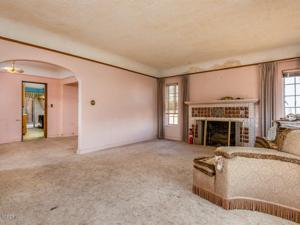 975 Loma Vista Place, Santa Paula, CA 93060