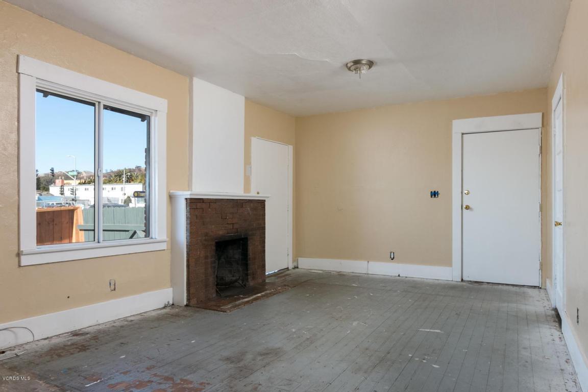 946 E Thompson Boulevard, Ventura, CA 93001