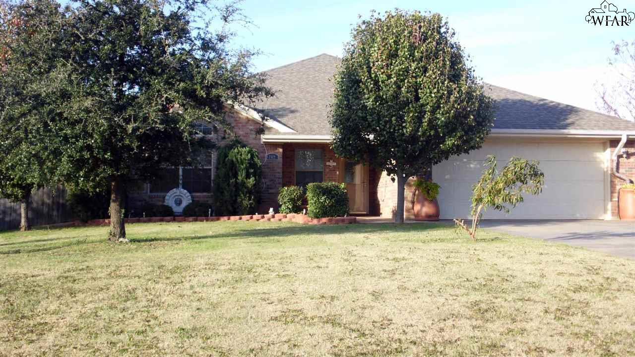702 E Texas Avenue, Iowa Park, TX 76367