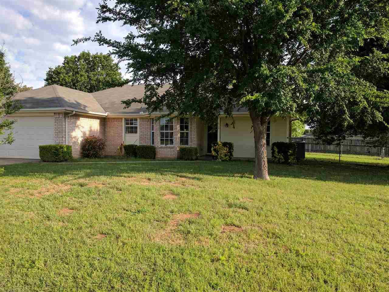 519 Charlotte Avenue, Burkburnett, TX 76354