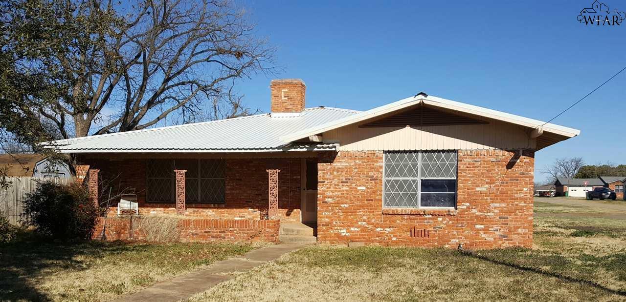 400 N Walnut Street, Holliday, TX 76366