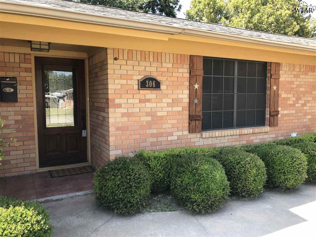 306 Mimosa Drive, Burkburnett, TX 76354