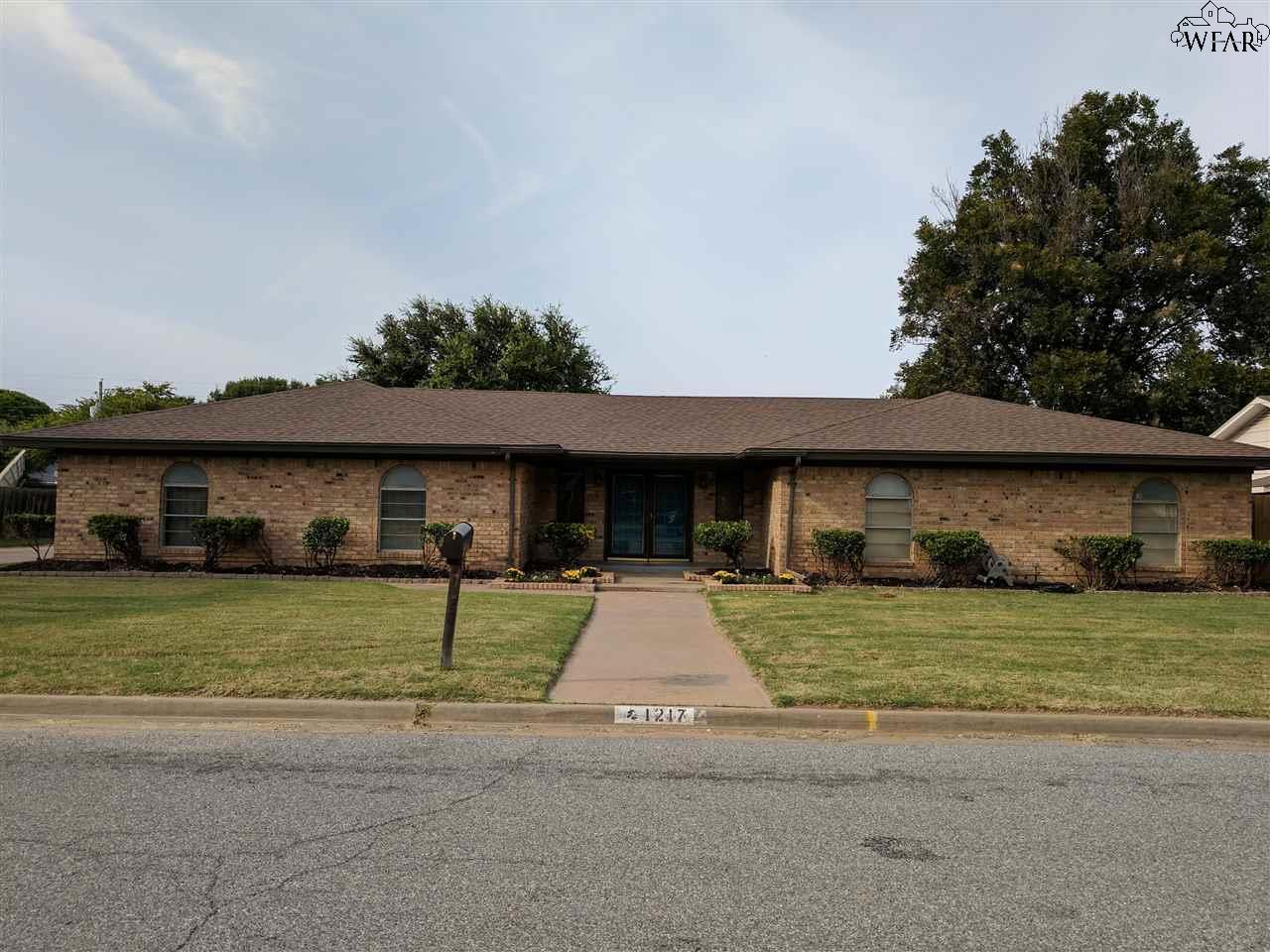 1217 Danberry Street, Burkburnett, TX 76354