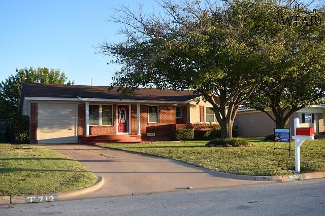 712 W Alameda Street, Iowa Park, TX 76367