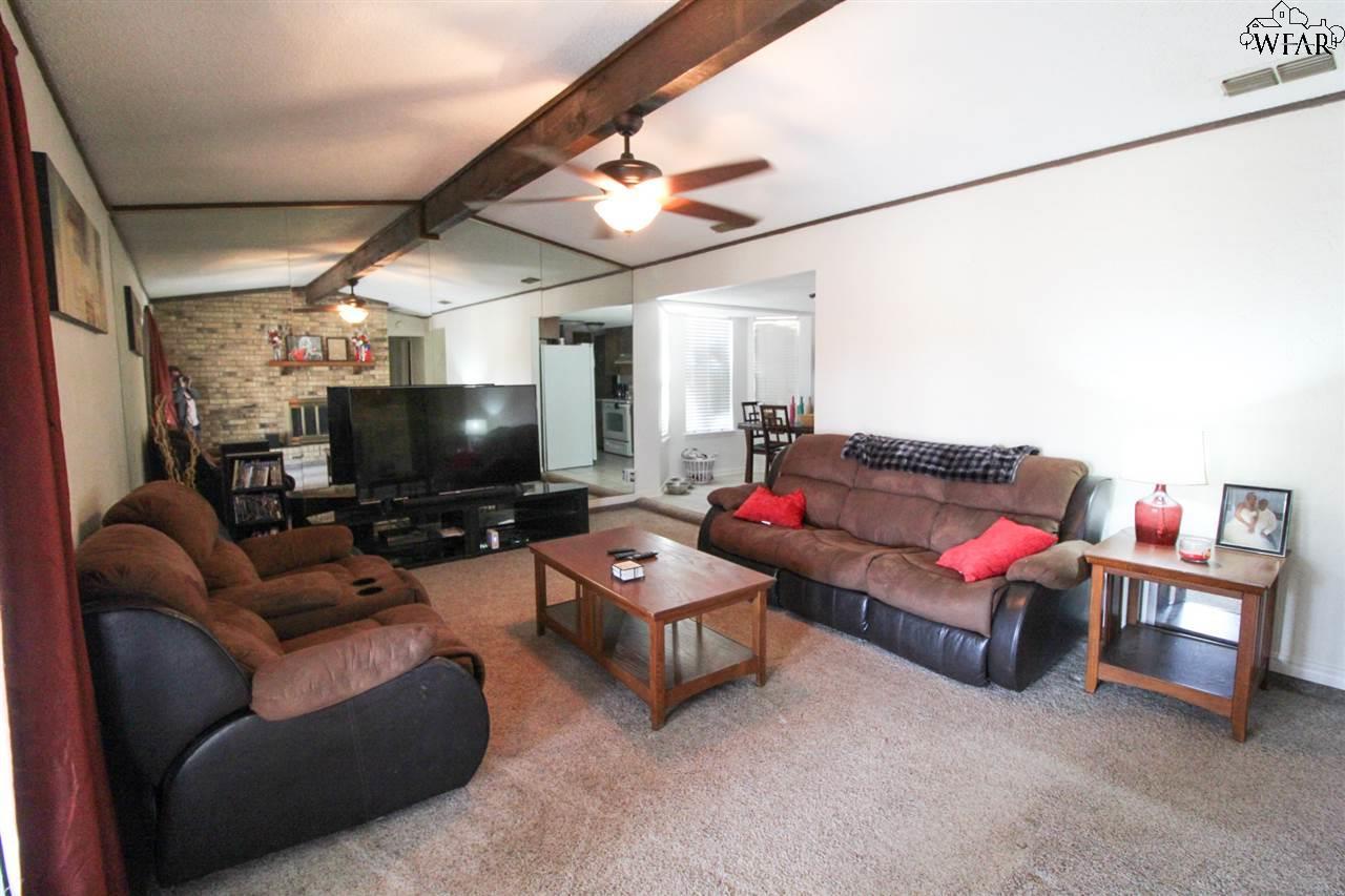 1318 Amherst Street, Burkburnett, TX 76354
