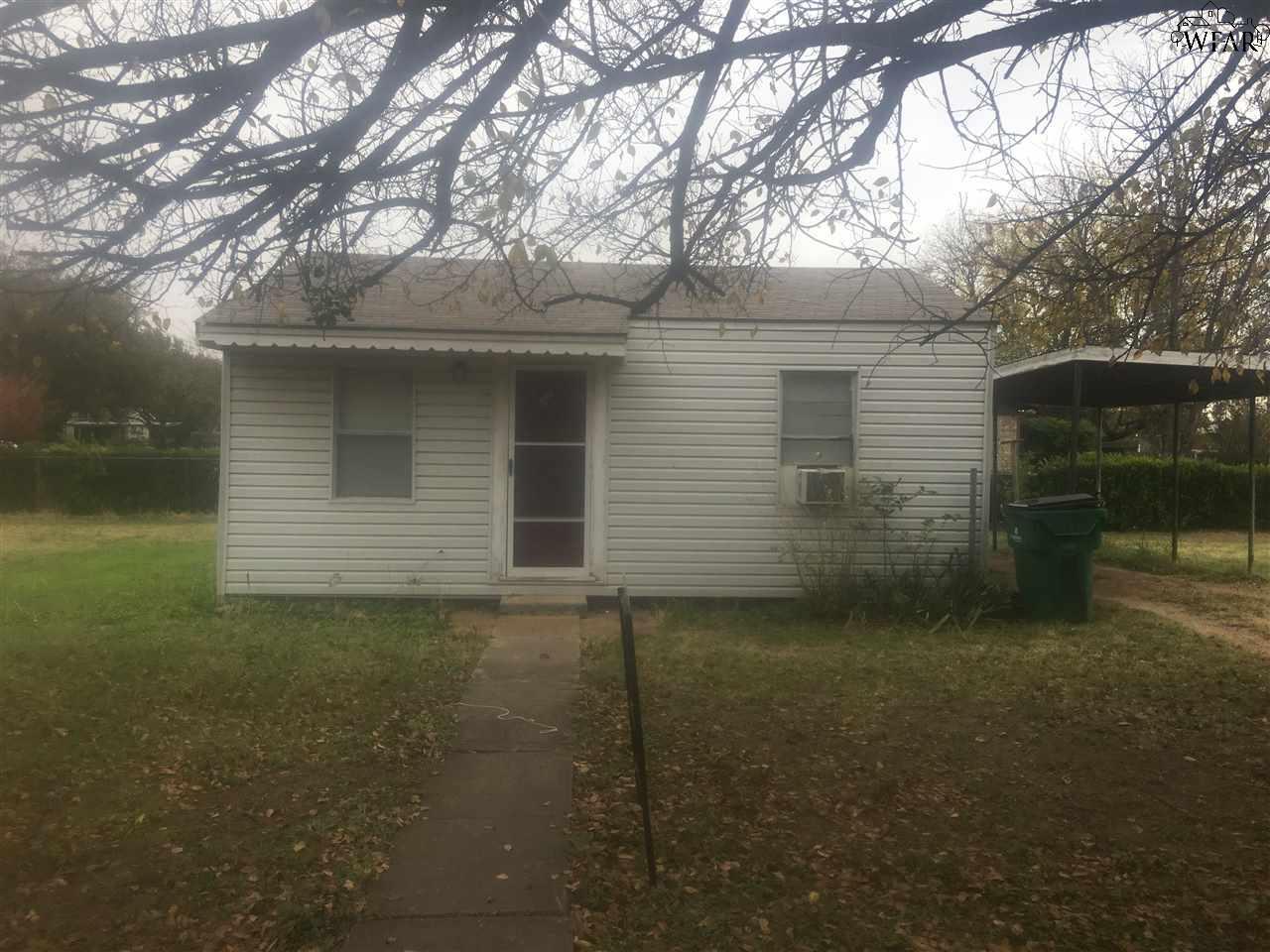 103 N Hawthorne Street, Iowa Park, TX 76367