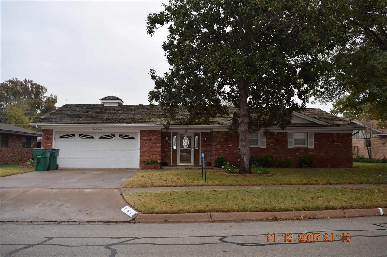 907 S Preston Road, Burkburnett, TX 76354