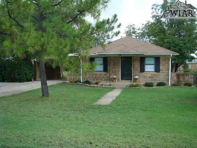 616 W Louisa Avenue, Iowa Park, TX 76367