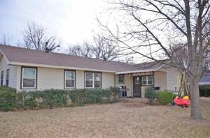 1210 E Commerce Street, Henrietta, TX 76365