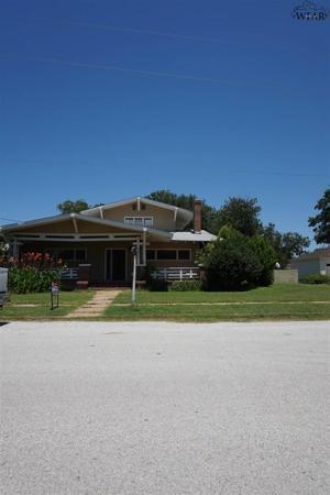 702 E Wichita Street, Henrietta, TX 76365