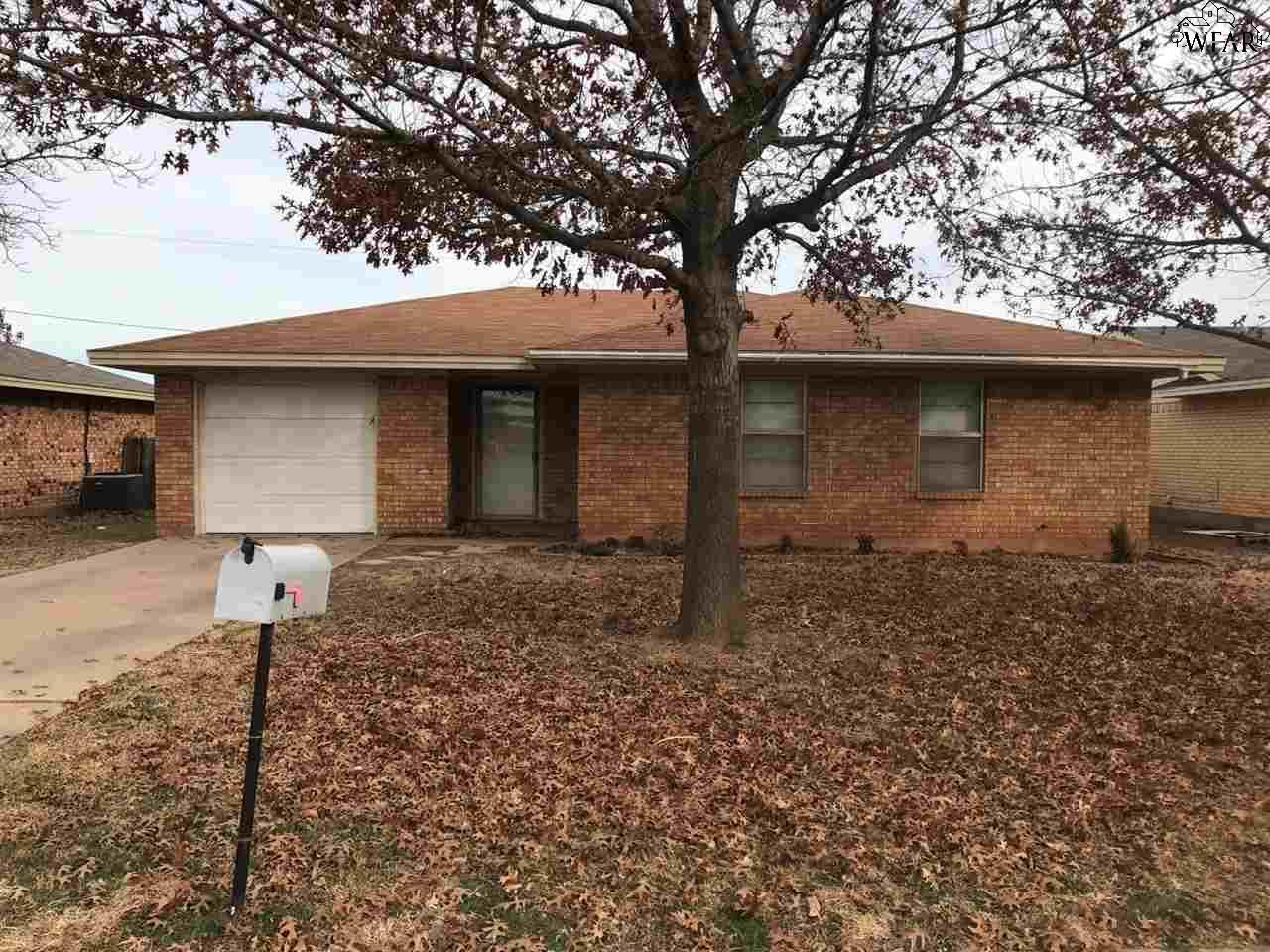 705 Park Plaza Drive, Iowa Park, TX 76367