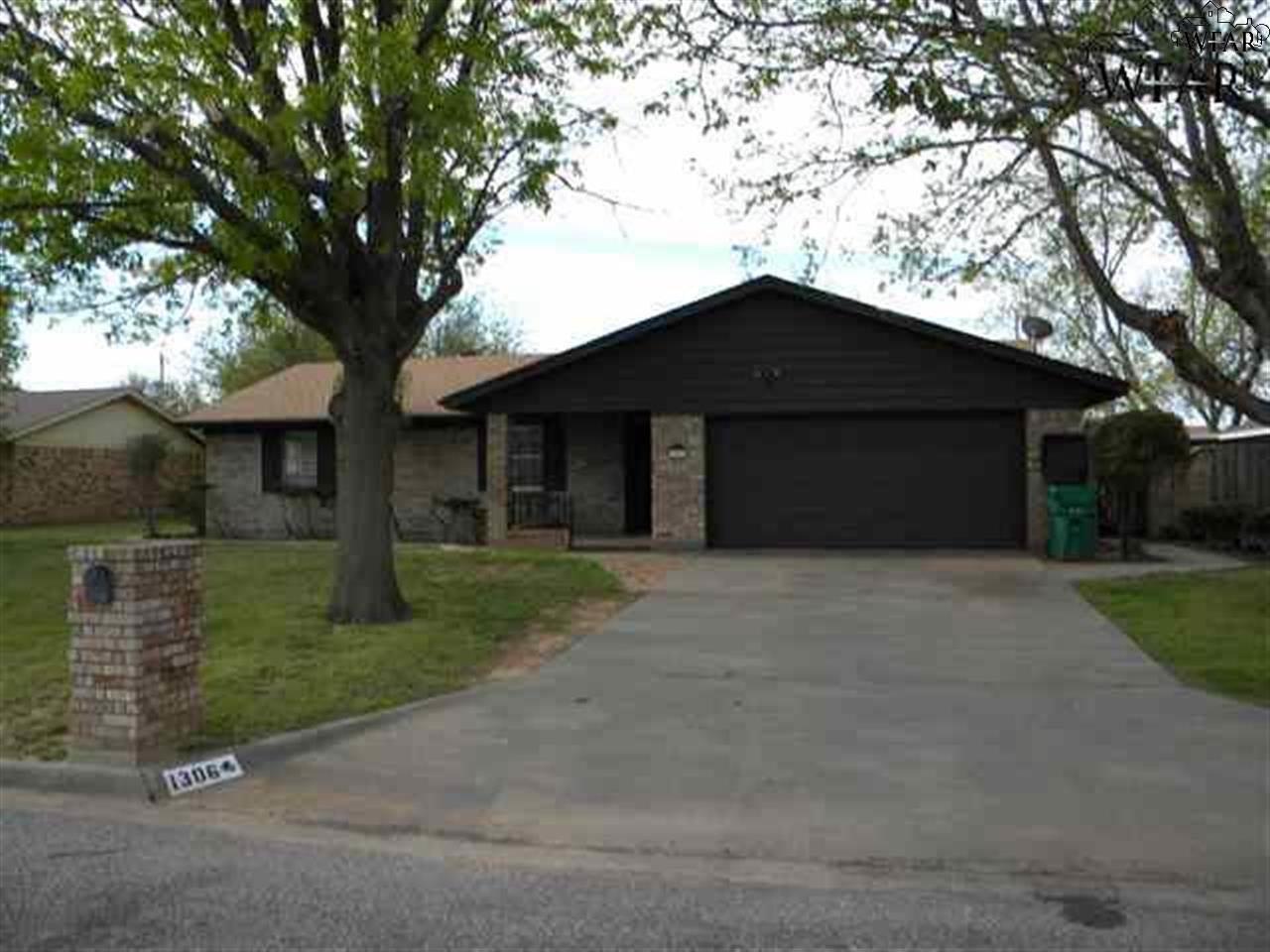 1306 Amherst Street, Burkburnett, TX 76354