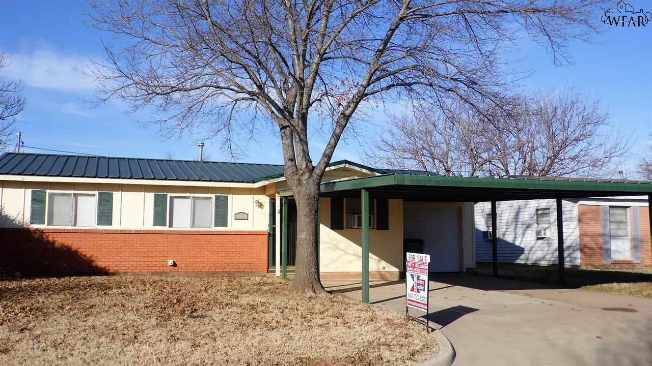 210 W Garden Drive, Iowa Park, TX 76367