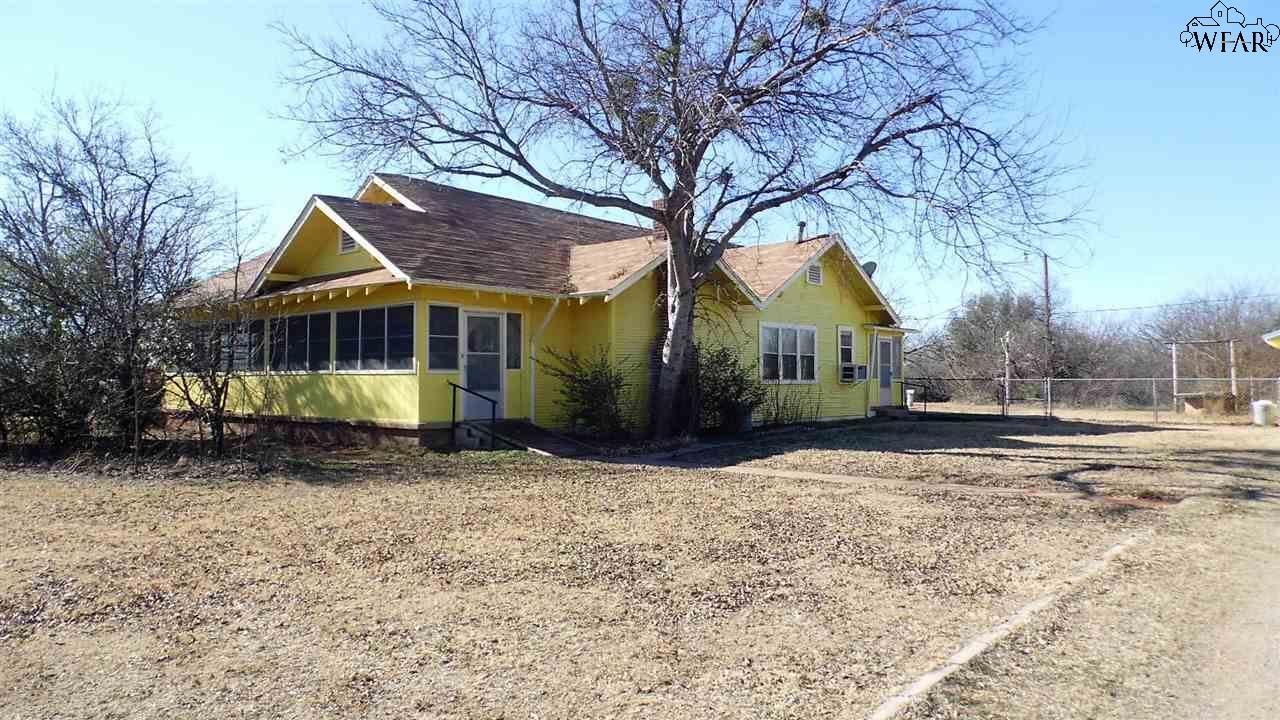 1110 N Pacific Avenue, Iowa Park, TX 76367