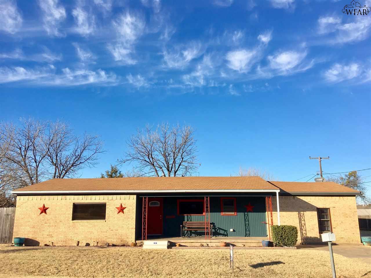 100 E Aldine Street, Iowa Park, TX 76367