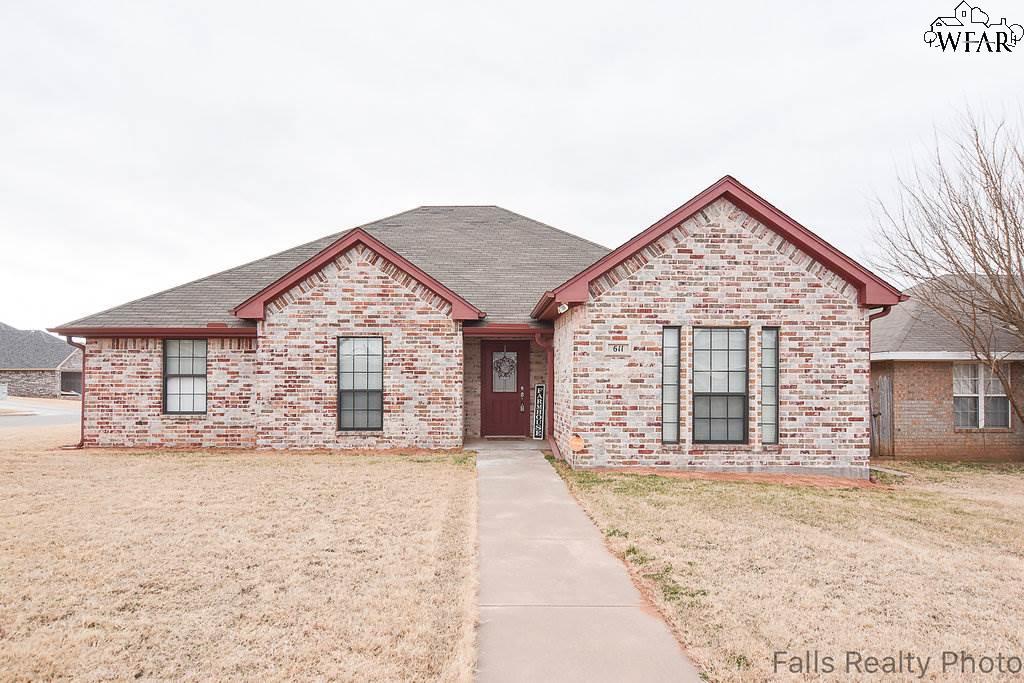 611 E Texas Avenue, Iowa Park, TX 76367