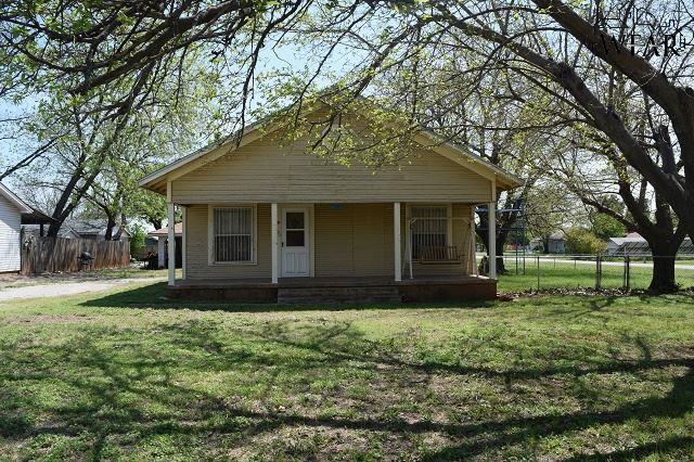 211 W Jefferson Avenue, Iowa Park, TX 76367