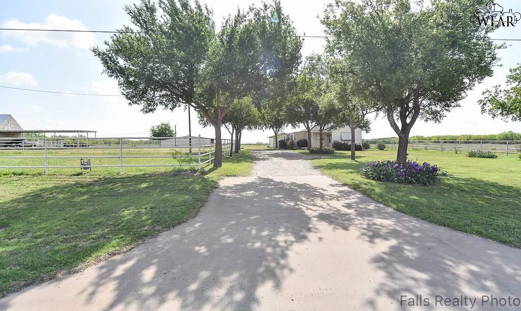 1371 S Fm 369, Iowa Park, TX 76367