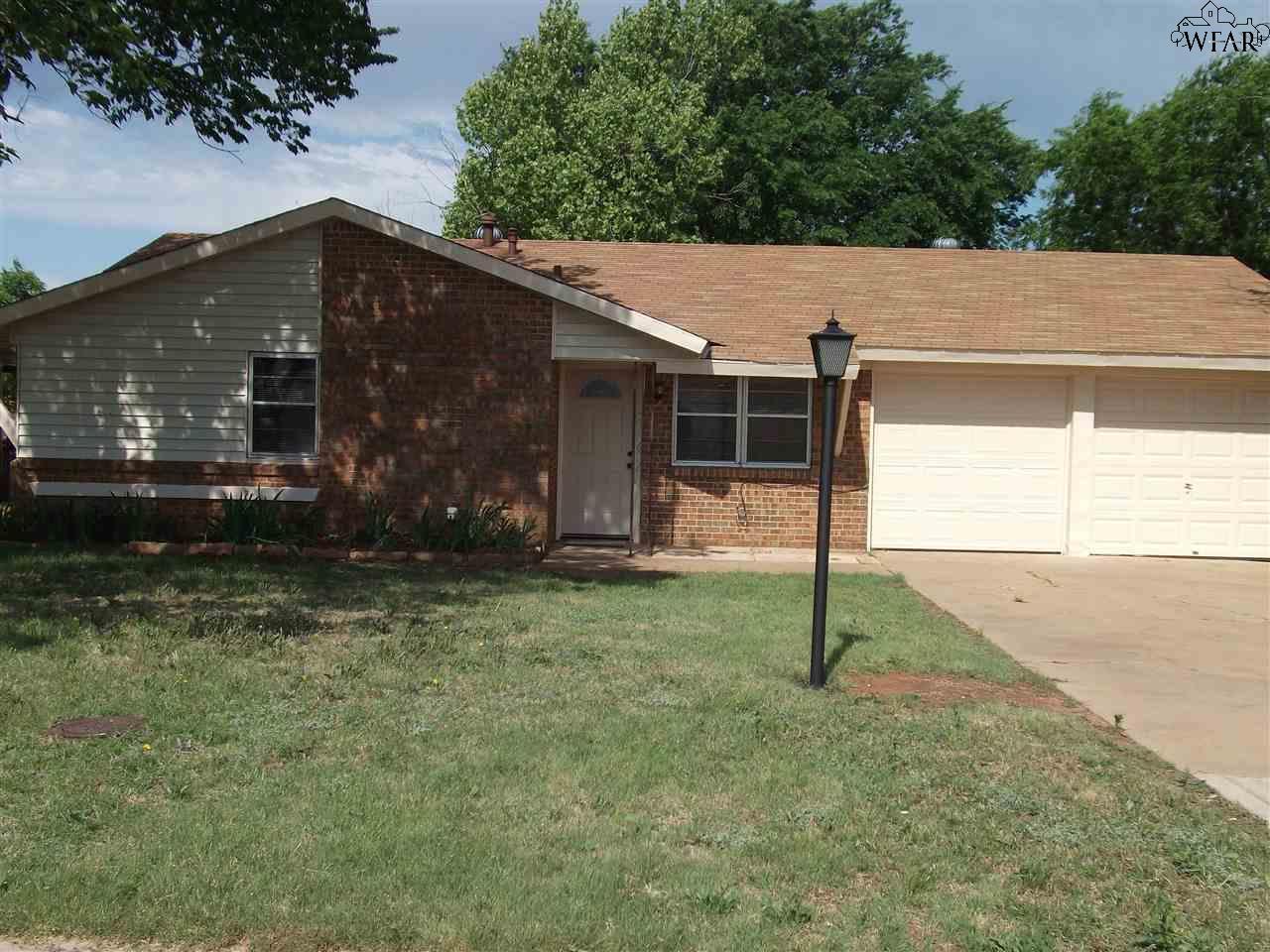 1320 N 4th Street, Iowa Park, TX 76367