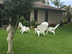 382 Se Strait Avenue, Port Saint Lucie, FL 34983