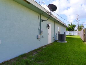 1018 Sw Dubuque Avenue, Port Saint Lucie, FL 34953