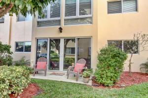 30 Colonial Club Drive, Boynton Beach, FL 33435
