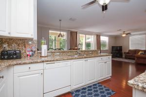 9757 Scribner Lane, Wellington, FL 33414