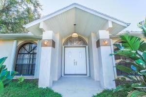1950 Sw Beekman Street, Port Saint Lucie, FL 34953
