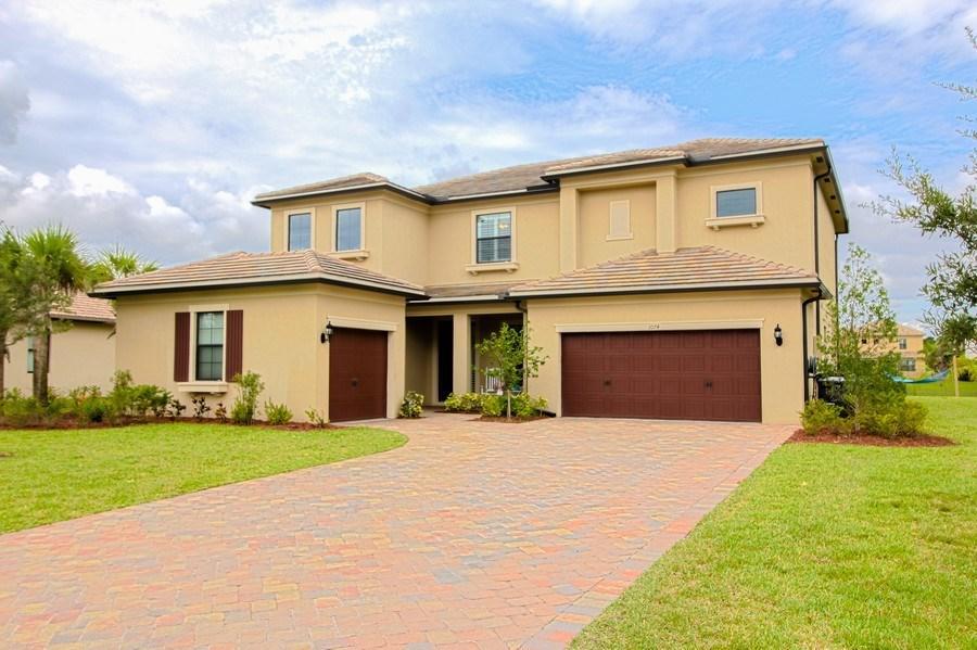 1074 Sw Cherry Blossom Lane, Palm City, FL 34990