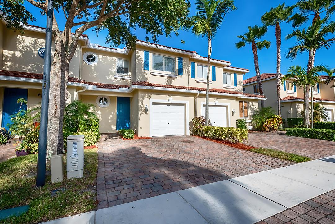 2761 S Evergreen Circle, Boynton Beach, FL 33426