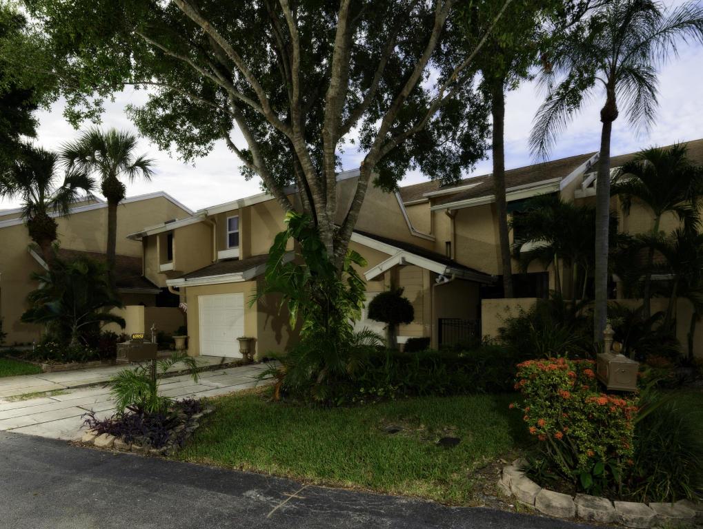 6595 Parkview Drive, Boca Raton, FL 33433