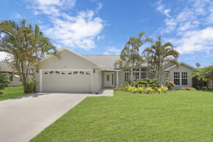 694 Se Karrigan Terrace, Port Saint Lucie, FL 34983