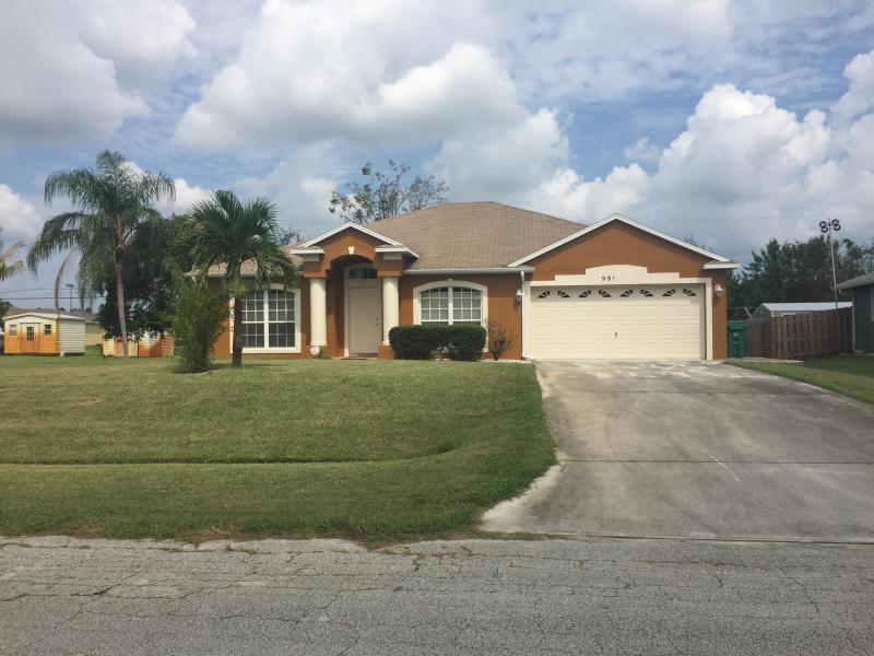 991 Sw Bellevue Avenue, Port Saint Lucie, FL 34953